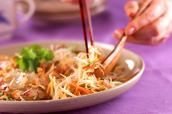 白身魚と香菜のサラダ