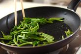 小松菜のピーナッツバター炒めの作り方1