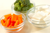 ゆで野菜のサラダの下準備1