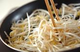 モヤシのザーサイ炒めの作り方1