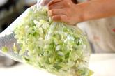 白菜たっぷりの焼き餃子の下準備1