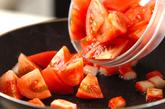 トマトとカニカマの炒め物の作り方1