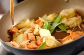 鮭ポテトの炒め物の作り方3