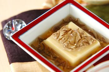 卵豆腐のジュンサイがけ