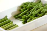 サヤインゲンとニンニクの芽の炒め物の作り方1