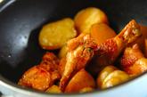 新ジャガと鶏手羽の煮物の作り方4