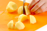 ジャガイモとベーコンの煮物の下準備1