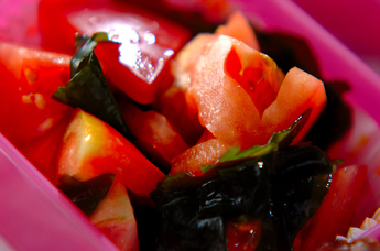 トマトとワカメの甘酢和え