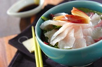 お刺身サラダ丼