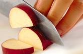 サツマイモの麦みそ汁の下準備1