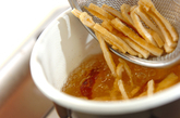 サツマイモの麦みそ汁の作り方1