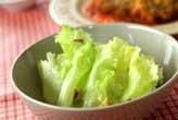 レタスとクルミのサラダ