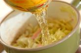 炒めキャベツのみそ汁の作り方1