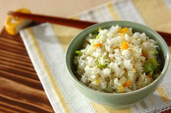 ソラ豆とたくあんの混ぜご飯