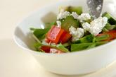 キウイとキュウリのサラダの作り方1