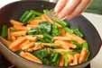 青菜と柿のきんぴらの作り方1