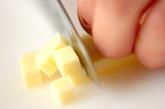 チーズ入りワンタンスープの下準備1