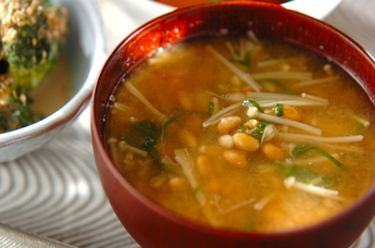納豆とエノキの田舎みそ汁
