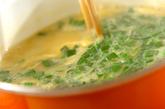 ニラとコーンの中華スープの作り方2