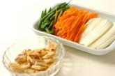 油揚げと野菜のスープの下準備1