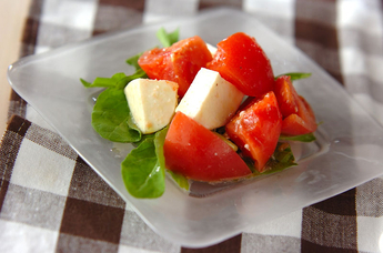 トマトとモッツァレラのサラダ