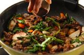 里芋と牛肉の炒め物の作り方4