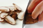 鶏肉とシイタケのシンプルピリ辛炒めの作り方2