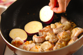 サツマイモと鶏肉のコチュジャン煮の作り方1