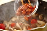 いろいろキノコと煮豆の炒め物の作り方2