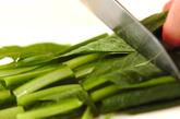 青菜の炒めものの下準備1