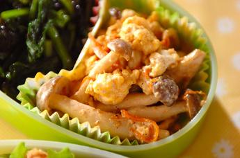 シメジと卵のサラダ