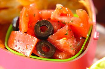 トマトとオリーブのサラダ