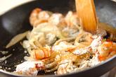 キャベツとエビの豆乳クリーム煮の作り方1