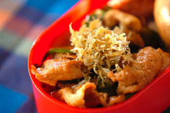 カリッとジャコのせ豚肉とピーマンの炒め物