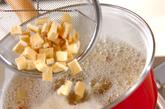 芋の豆乳みそ汁の作り方1