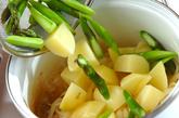 アスパラと新ジャガのスープの作り方1