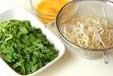 ニラとモヤシの卵炒めの下準備1