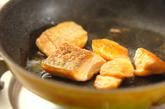 鮭の甘辛ゴマまぶしの作り方2
