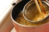 エノキと豆腐の白みそ汁の作り方1