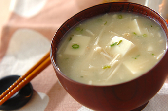 エノキと豆腐の白みそ汁