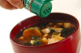 豆腐と麩の赤だしの作り方2