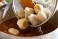 里芋のゴマ煮の作り方2