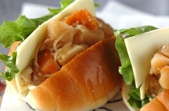 肉ジャガロールパン