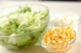 トウモロコシのみそ汁の下準備1