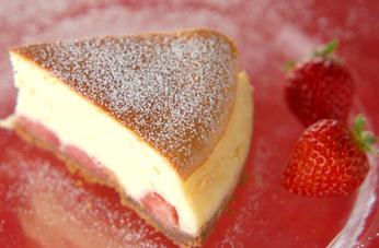 まるごとイチゴのスフレチーズケーキ