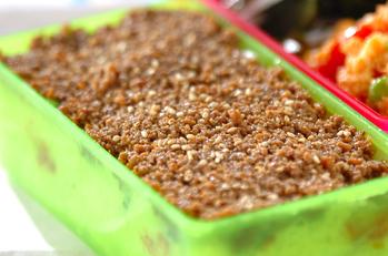 そぼろキムチの段々ご飯