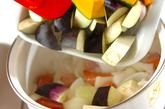 トロトロ卵入り夏野菜のトマト煮の作り方1