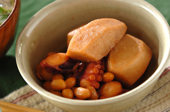 里芋とタコの煮物