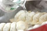 ころころお肉とお芋の焼き餃子の作り方4