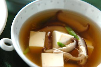 シイタケと豆腐のスープ